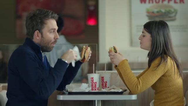 ワッパーを食べるカップル