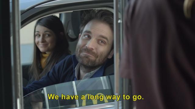 長距離ドライブをするというカップル
